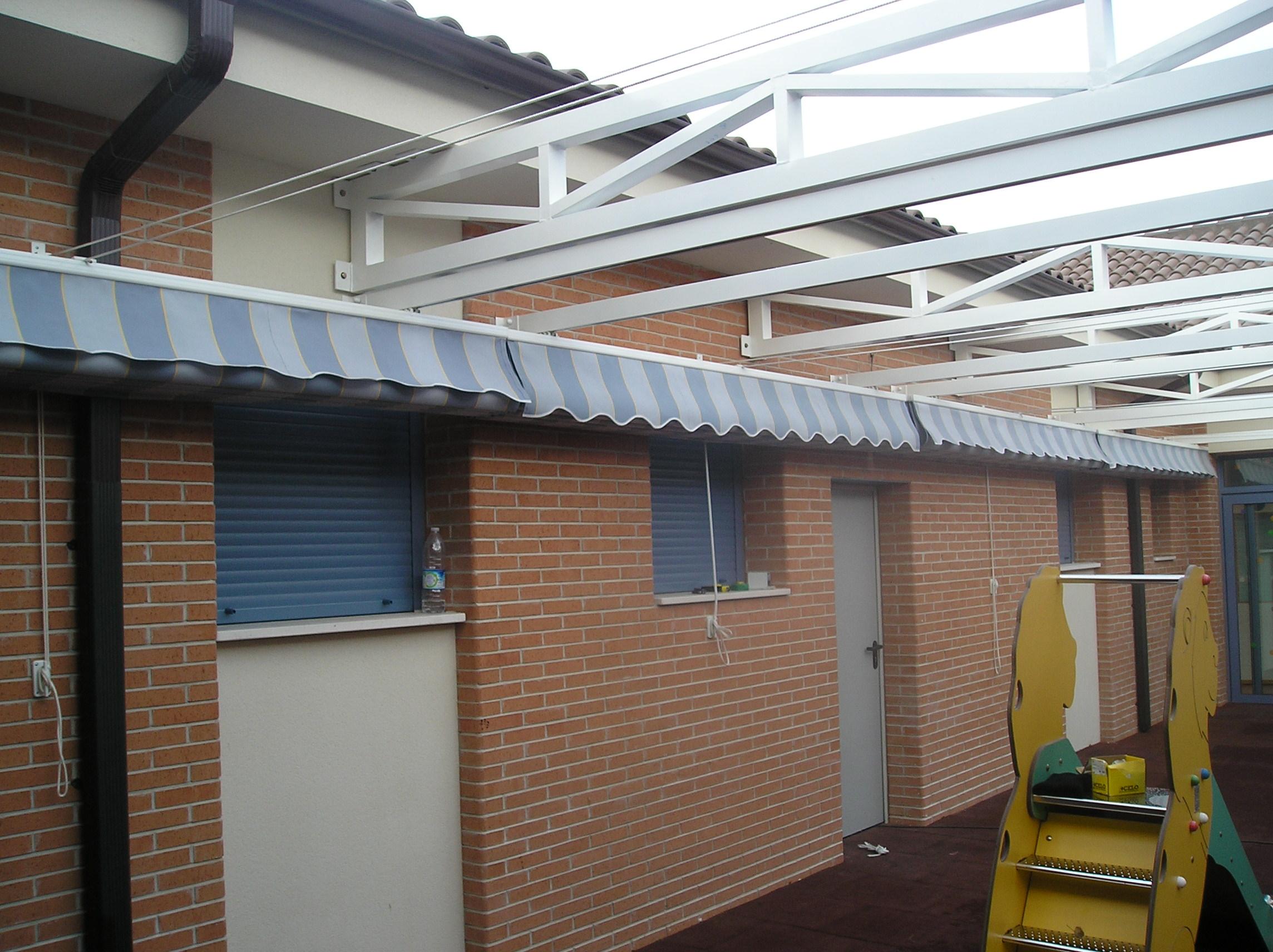 Toldos y proteccion solar cerrasan for Estructura de aluminio para toldo